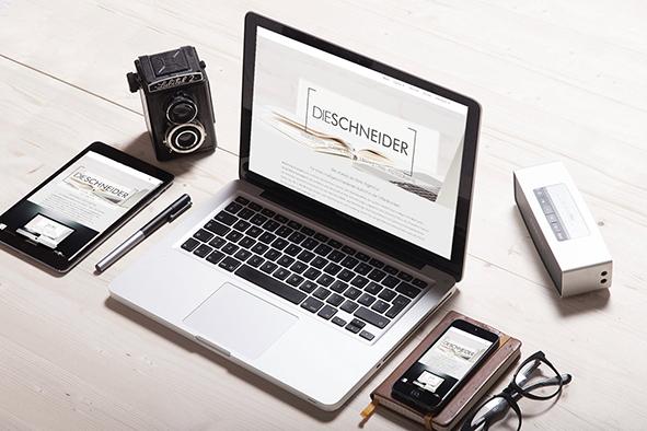Bild mit Computer und mobilen Devices mit Webseite von Die Schneider und dem Webdesign von Karina Schneider